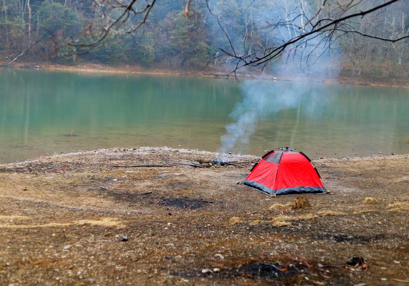 沢ノ池でテント設営