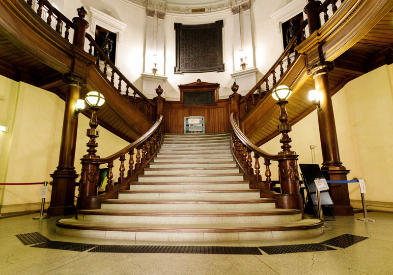 中之島図書館の階段