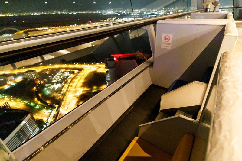 さきしまコスモタワー展望台の海側カップルシート