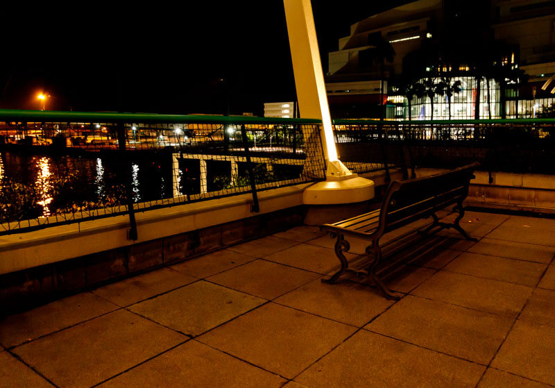 ウミエール広場のベンチ