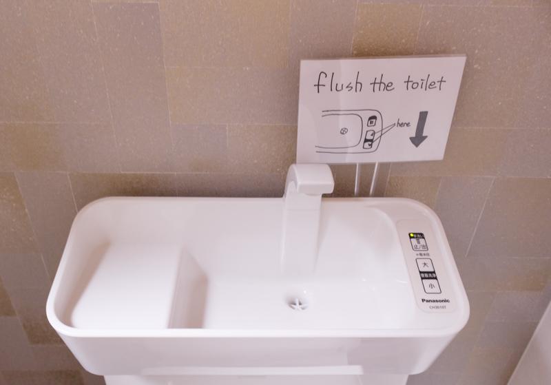 カフェジャニュアリーのトイレの流すボタン