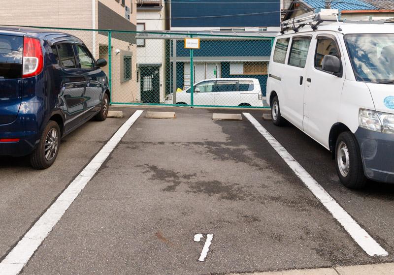 カフェジャニュアリーの駐車場