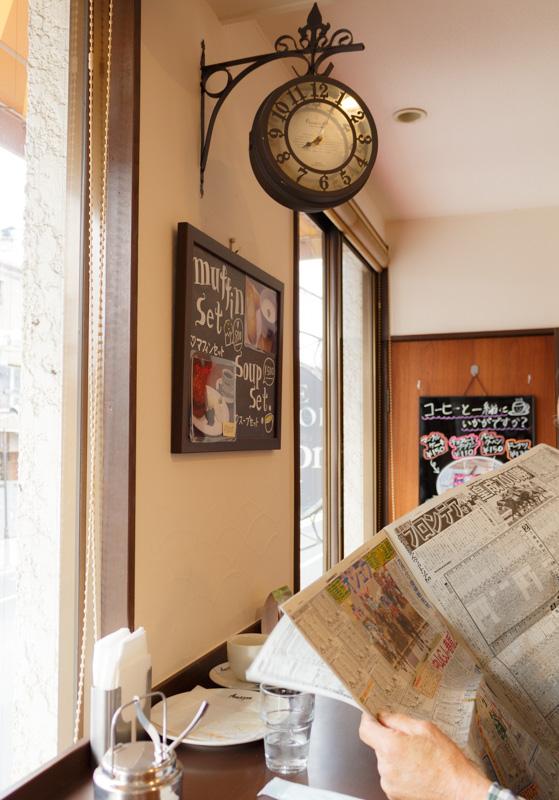喫茶アマゾンの2階フロアの時計