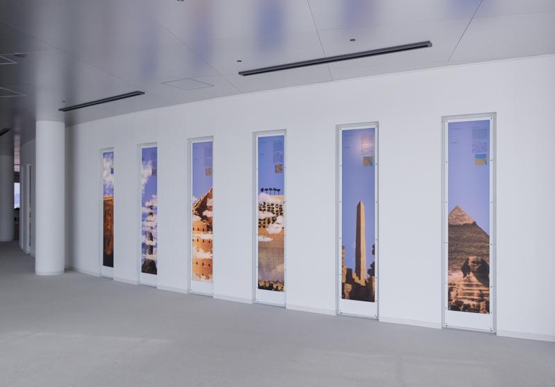 空中庭園展望台の壁のギャラリー