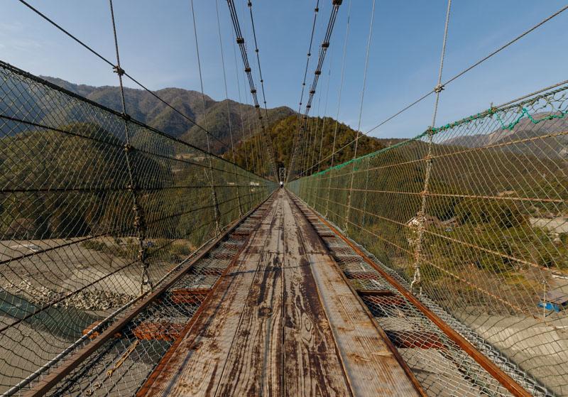 谷瀬の吊り橋の地面