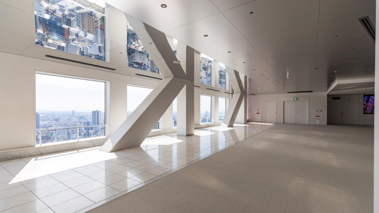 梅田スカイビルの空中庭園展望台