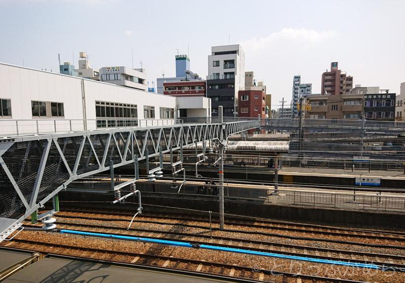 橋の上から見る東淀川駅