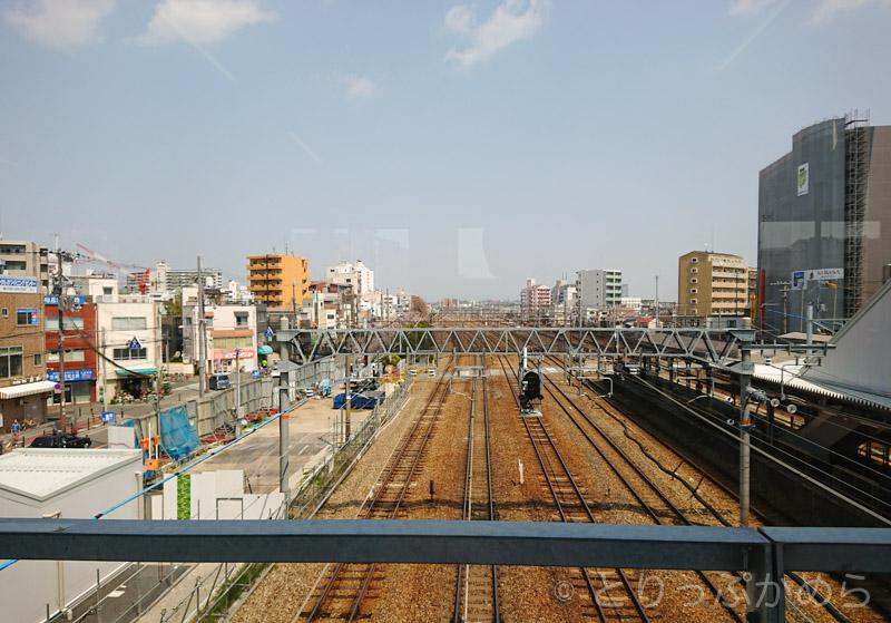 橋の上から見る東淀川駅の線路