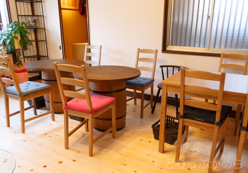 パンとコーヒーとひらりんとのテーブル席