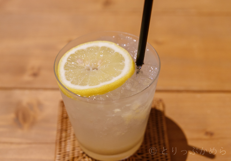 アウーム西木屋町店の自家製レモンジンジャーエール