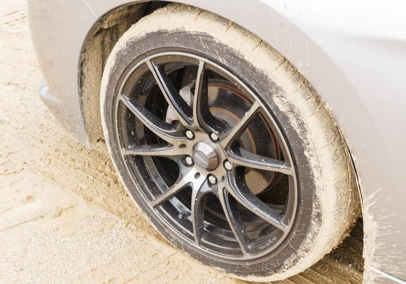 泥まみれのタイヤ