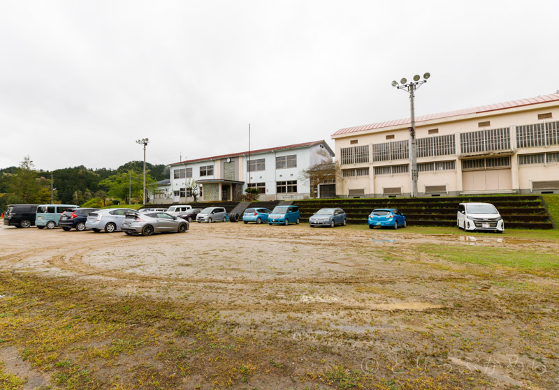 旧質美小学校の駐車場