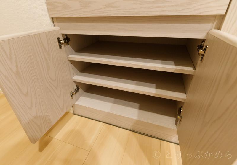ロウヤのキッチンボード下段の可動棚