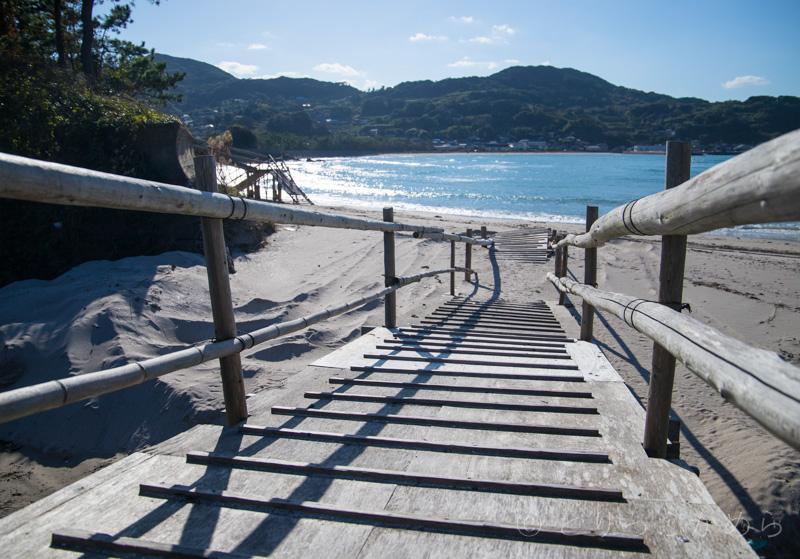 根獅子の浜の木の板の入り口