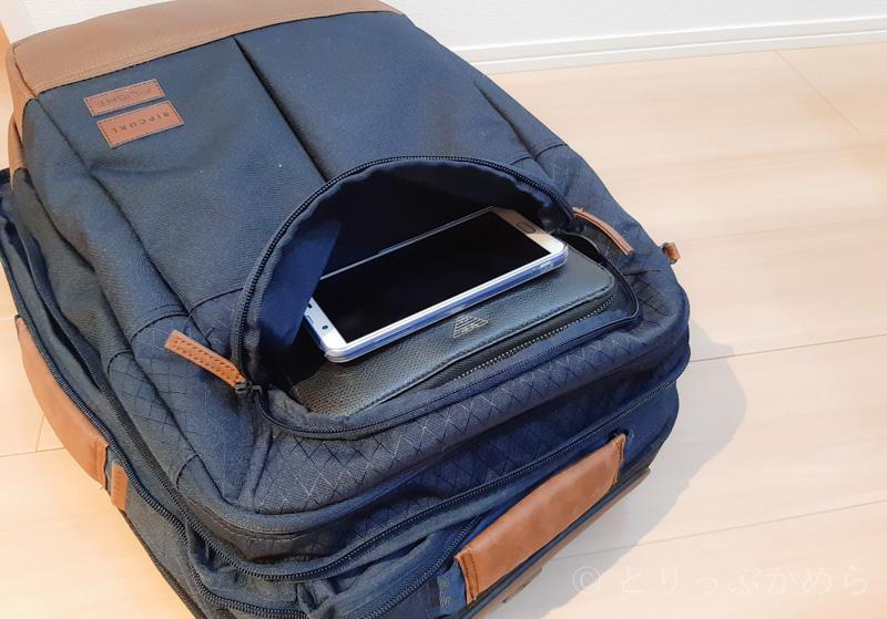 リップカールのキャリーバッグの小さな収納