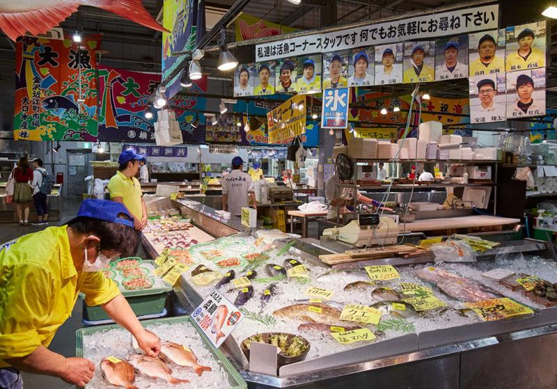 とれとれ市場南紀白浜の活魚コーナー
