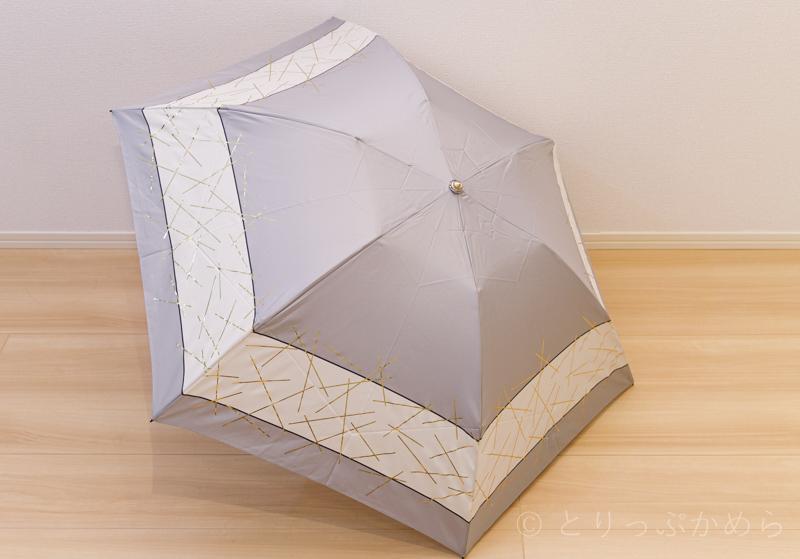 ジルスチュアートのオーロラの箔スティック柄の傘