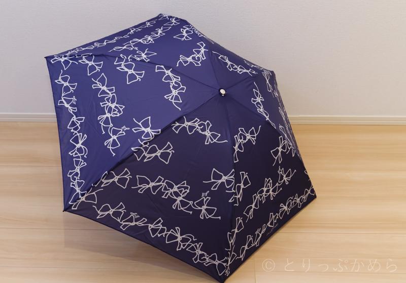 ジルスチュアートのオーロラのリボン柄の傘