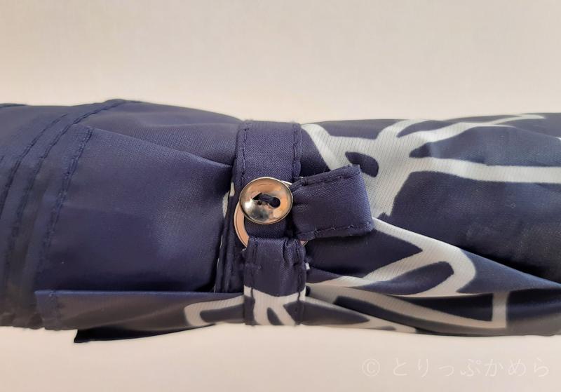 ジルスチュアートのリボン柄の傘の留め具