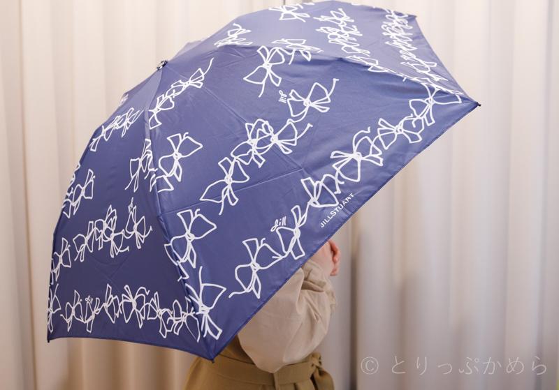 ジルスチュアートのリボン柄の折りたたみ傘持ってみた