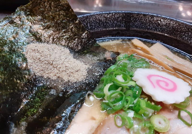 奈良のにぼこいラーメンの煮干しの粉末