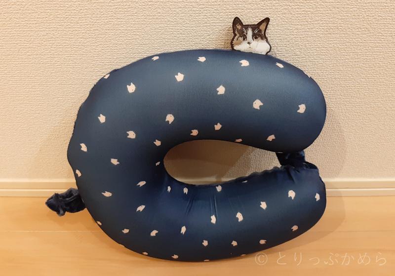 猫柄の首枕1