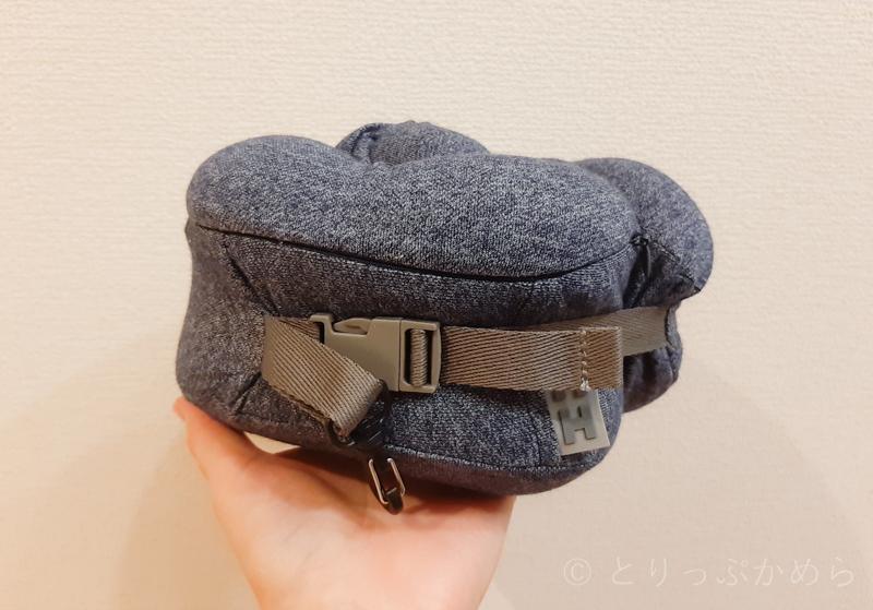 フード付きの首枕はコンパクト
