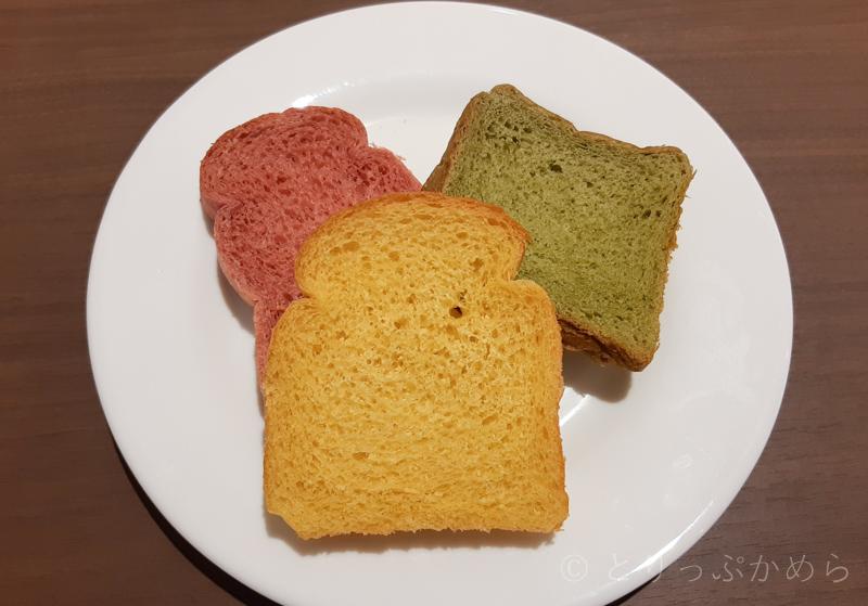 変なホテルラグーナテンボスの朝食のパンがカラフル